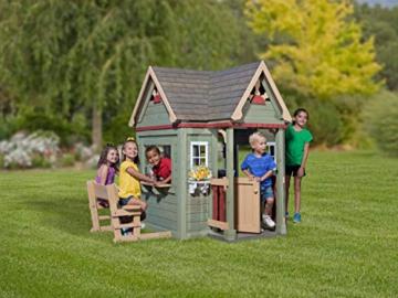 Backyard Discovery Spielhaus Victorian Inn aus Holz | Outdoor Kinderspielhaus für den Garten inklusive Zubehör | Gartenhaus für Kinder mit Fenstern in Grün - 4