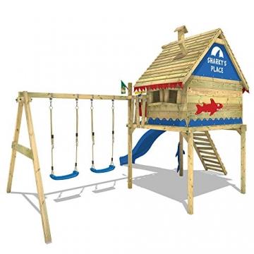 WICKEY Spielturm Smart Sky Stelzenhaus Baumhaus Kletterturm aus Holz mit Doppelschaukel und Holzdach, blaue Rutsche + rot-blaue Plane -